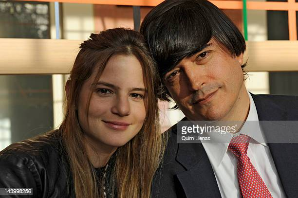 11 Jaime Bayly Portrait Session Photos And Premium High Res Pictures Getty Images El polémico escritor, jaime bayly, cumple 48 años de edad y agradeció a su esposa, la joven escritora silvia nuñez del arco, de acompañarlo siempre. https www gettyimages com photos jaime bayly portrait session