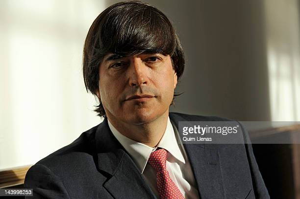 11 Jaime Bayly Portrait Session Photos And Premium High Res Pictures Getty Images Comienza a hablar del tema en el minuto 49:30. https www gettyimages com photos jaime bayly portrait session