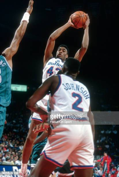 Pervis Ellison of the Washington Bullets looks to pass the ball against the Charlotte Hornets during an NBA basketball game circa 1992 at the Capital...