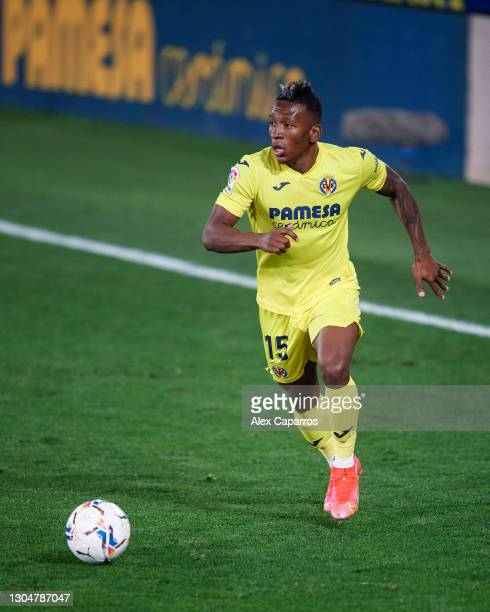 Pervis Estupinan of Villarreal CF runs with the ball during the La Liga Santander match between Villarreal CF and Atletico de Madrid at Estadio de la...