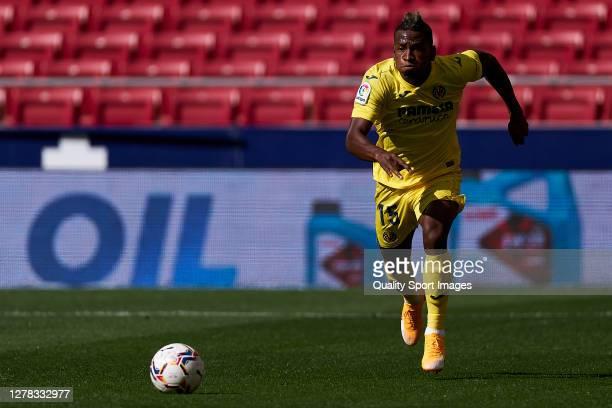 Pervis Estupinan Villarreal CF runs with the ball during the La Liga Santader match between Atletico de Madrid and Villarreal CF at Estadio Wanda...
