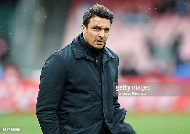 Pescaras coach Massimo Oddo looks on during the Serie A match between SSC Napoli and Pescara Calcio at Stadio San Paolo on January 15 2017 in Naples...