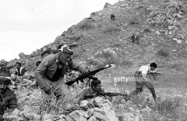 Peshmergas and Turkish soldiers prepare to storm a hill 23 October, 1992 near a stronghold held by the Kurdistan Workers Party in Hakurk Valley....
