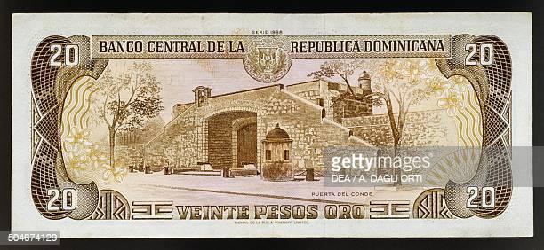 Pesos oro banknote, 1990-1999, reverse, the Count's Gate in Santo Domingo. Dominican Republic, 20th century.