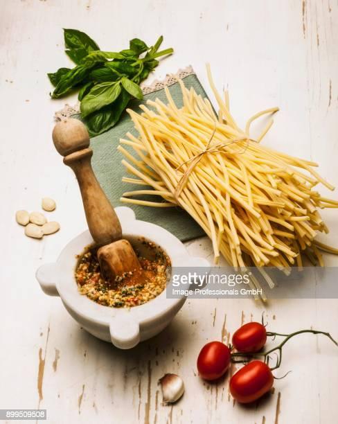 pesto alla trapanese - ピストー ストックフォトと画像