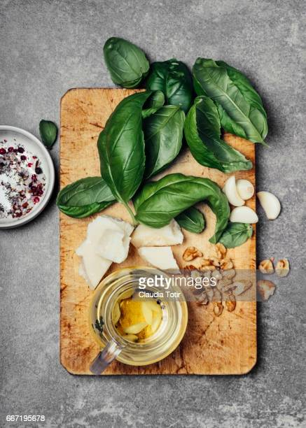 Pesto sauce ingredients