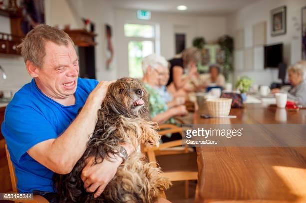 Zoothérapie en centre de soins de jour personnes âgées