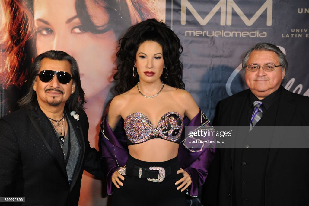 Madame Tussauds Hollywood's Selena Wax Figure Makes Special Appearance at the Walk of Fame Reception Celebrating Her Legacy : Fotografía de noticias