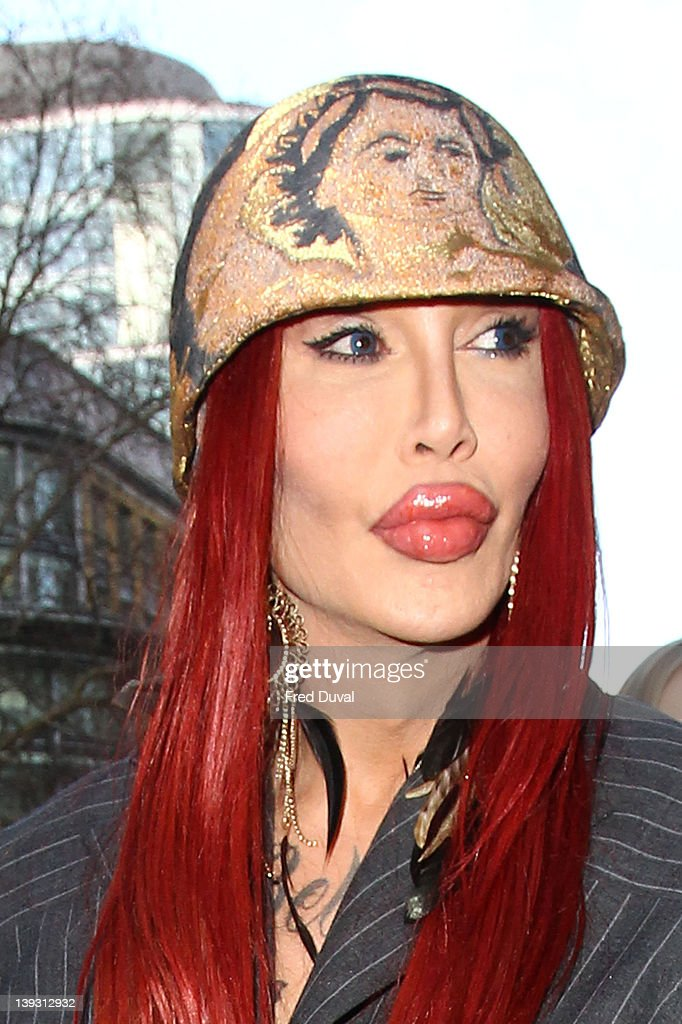Celebrity Sightings At LFW A/W 2012 - February 19, 2012 : News Photo