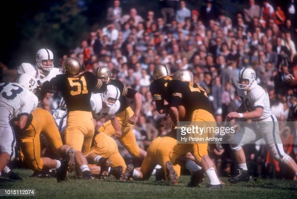 Pete Dawkins of the Army Cadets runs with the ball during an NCAA game against the Penn State Nittany Lions on October 4 1958 at Michie Stadium in...
