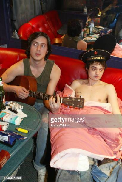 Pete Doherty & Carl Barat of The Libertines backstage on tour in Manchester in 2004