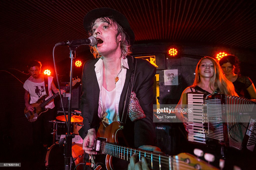 Pete Doherty performs in concert at sala Sidecar on May 03, 2016 in Barcelona, Spain.