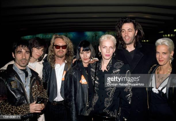 Pete Farndon, Chrissie Hynde, Dave Stewart, Siobhan Fahey, Annie Lennox, Bob Geldof and Paula Yates attending an event in London, England circa 1988.