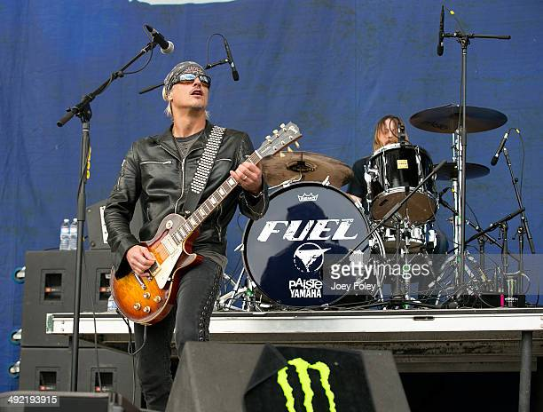 Pete Loeffler of Fuel performs live onstage during 2014 Rock On The Range at Columbus Crew Stadium on May 17 2014 in Columbus Ohio