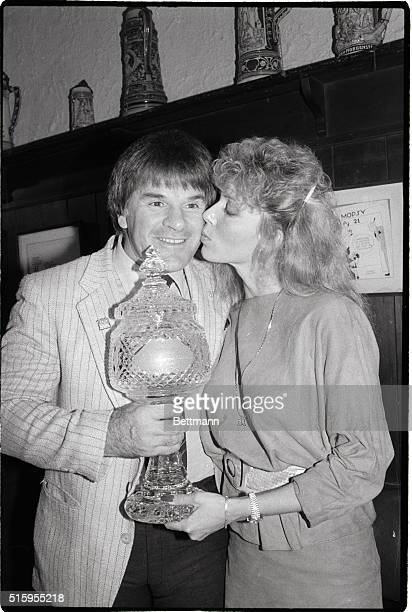 1/17/1986 Pete Rose player/manager of the Cincinnati Reds accepts a $15000 Waterford crystal trophy as The Sporting News 1985 Man of the Year for...