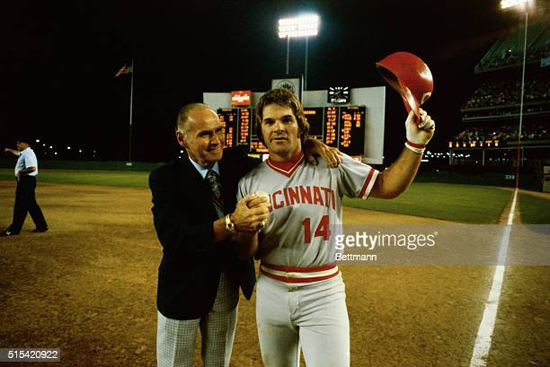 Pete Rose with Tommy Holmes after Rose broke Holmes' National League hit streak record by hitting in 38 consecutive games.