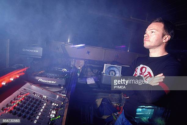 Pete Tong DJing at World DJ Day Fabric London March 2002.