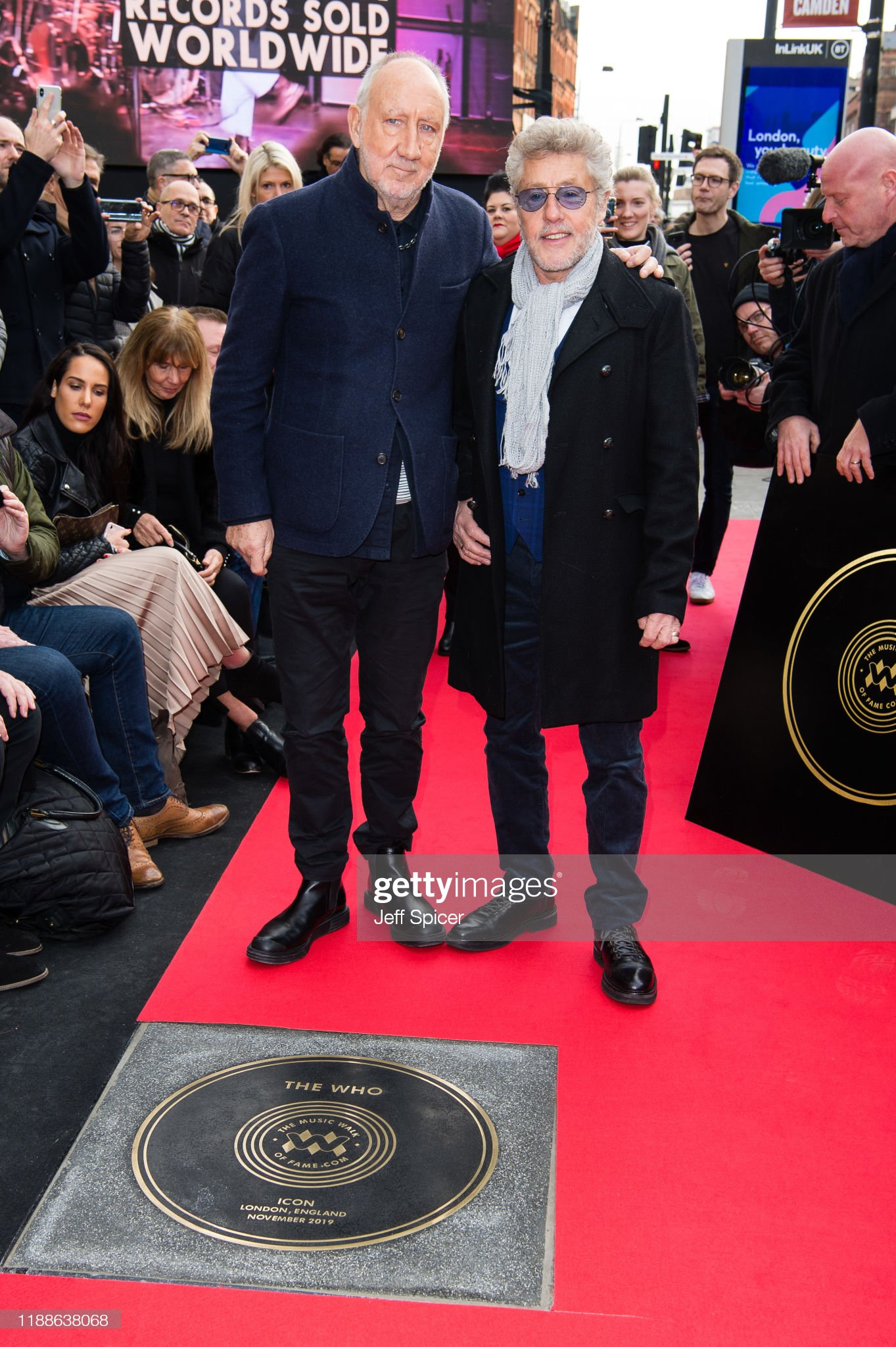 ¿Cuánto mide Roger Daltrey? - Altura - Real height Pete-townshend-and-roger-daltrey-from-the-who-attend-the-music-walk-picture-id1188638068?s=2048x2048
