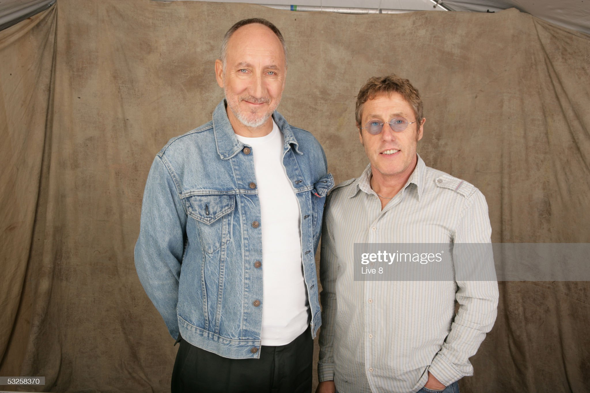 ¿Cuánto mide Roger Daltrey? - Altura - Real height Pete-townshend-and-roger-daltrey-pose-for-a-studio-portrait-backstage-picture-id53258370?s=2048x2048