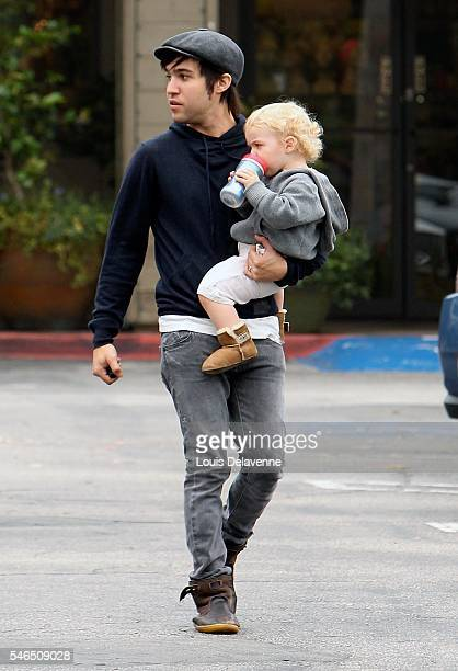 Pete Wentz Los Angeles July 9 2010 Pete Wentz his son Bronx Mowgli Wentz and his father Dale Wentz goes at Starbucks at the Beverly Glen Market...