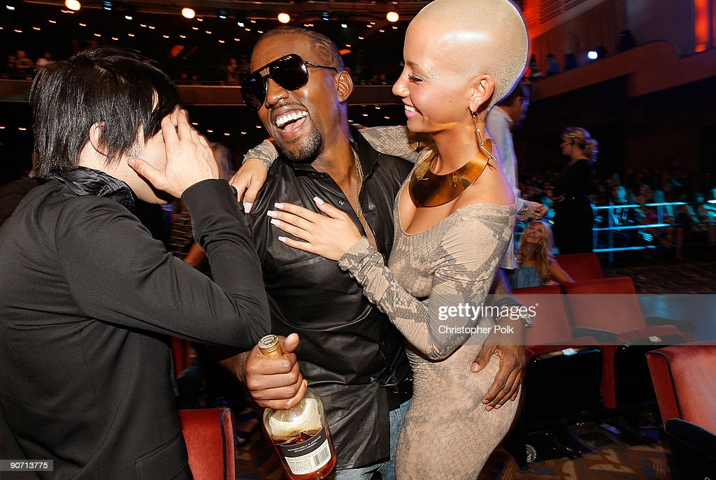 Pete Wentz (L) of Fall Out Boy Kanye West (C) and Amber Rose talk at the 2009 MTV Video Music Awards at Radio City Music Hall on September 13, 2009 in New York City.