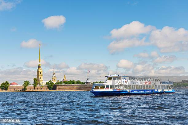 peter and paul fortress from neva river - syolacan stock pictures, royalty-free photos & images