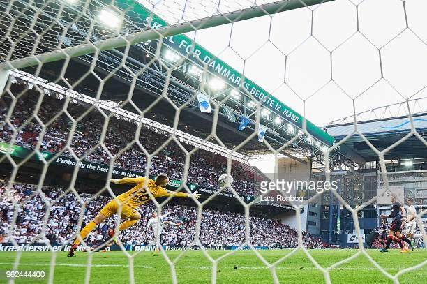 Peter Ankersen of FC Copenhagen scores the 31 goal against Goalkeeper Aleksandar Jovanovic of AGF Aarhus during the Danish Alka Superliga Europa...