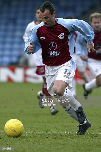 Peter Beagrie of Scunthorpe United runs with the ball during the Nationwide League Division Three match between Scunthorpe United and Northampton...