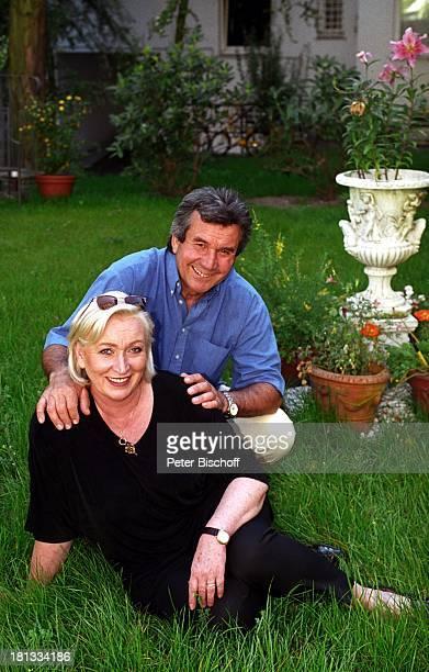 Peter Beil Ehefrau Angelika Beil Homestory Hamburg Deutschland Europa Garten Ehepaar StarTrompeter Sänger Musiker