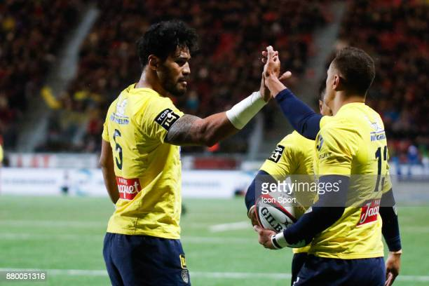 Peter Betham of Clermont and Sitaleki Timani of Clermont celebrate his try during the Top 14 match between Oyonnax and Clermont Auvergne on November...
