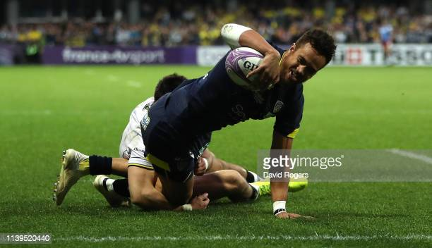 Peter Betham of Clermont Auvergne dives over for a second half try during the Challenge Cup Quarter Final match between Clermont Auvergne and...