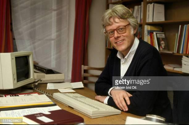 Peter Bodenmann im Büro