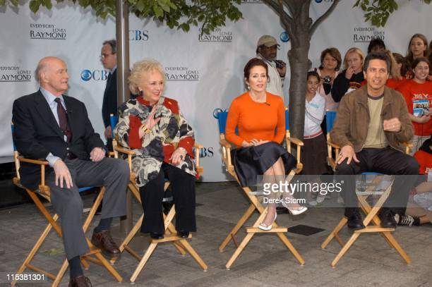 Peter Boyle Doris Roberts Patricia Heaton and Ray Romano from 'Everybody Loves Raymond'