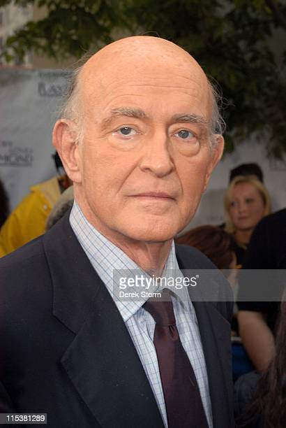 Peter Boyle from 'Everybody Loves Raymond' during 'Survivor' Winner Tom Weston and the Cast of 'Everybody Loves Raymond' Visit 'The Early Show' May...