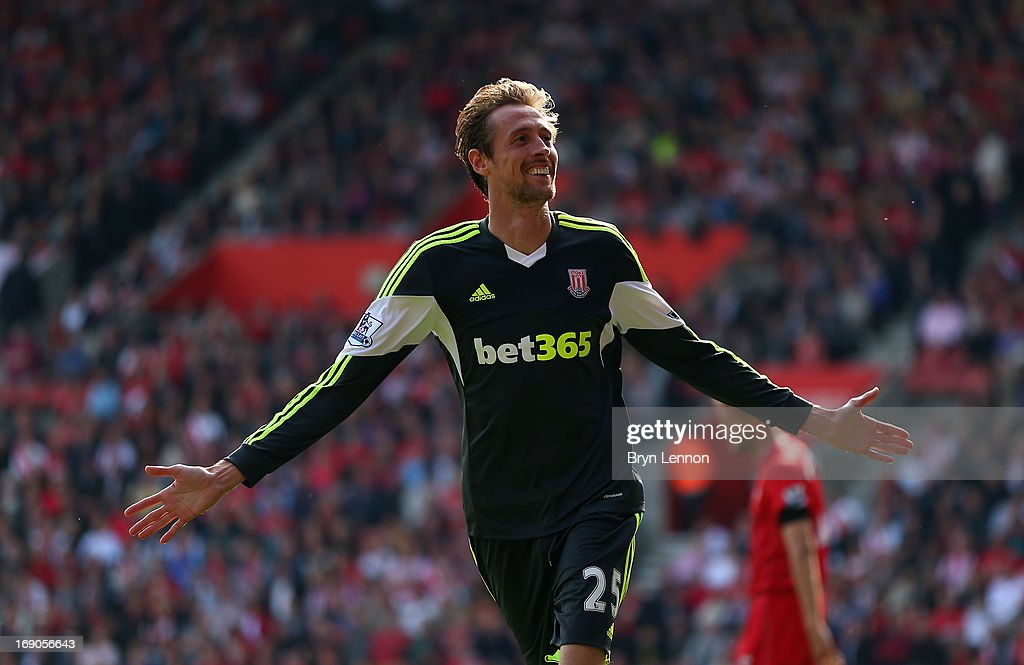 Peter Crouch of Stoke City celebrates scoring during the Barclays Premier League match between Southampton and Stoke City at St Mary's Stadium on May 19, 2013 in Southampton, England.