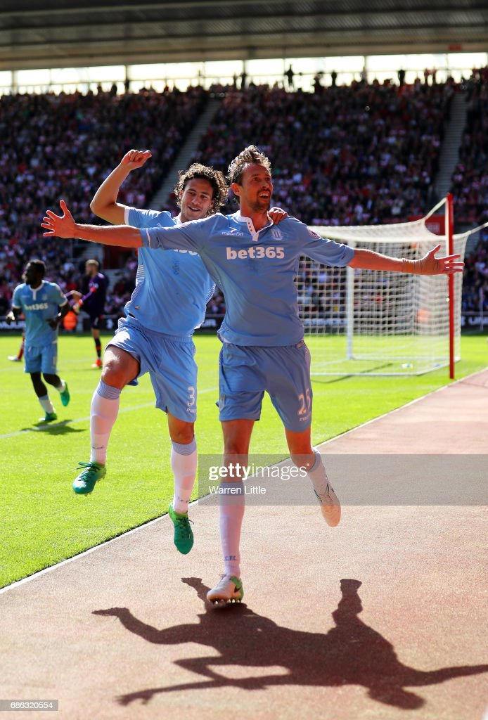Peter Crouch of Stoke City celebrates scoring his sides first goal during the Premier League match between Southampton and Stoke City at St Mary's Stadium on May 21, 2017 in Southampton, England.