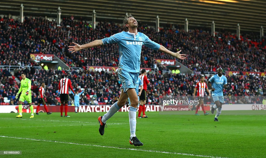 Peter Crouch of Stoke City celebrates scoring his sides third goal during the Premier League match between Sunderland and Stoke City at Stadium of Light on January 14, 2017 in Sunderland, England.