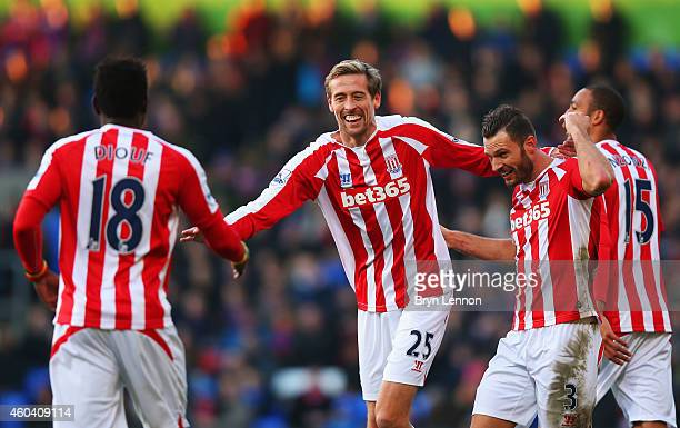 Peter Crouch of Stoke City celebrates with team mates Steven N'Zonzi Erik Pieters and Mame Biram Diouf as he scores their first goal during the...