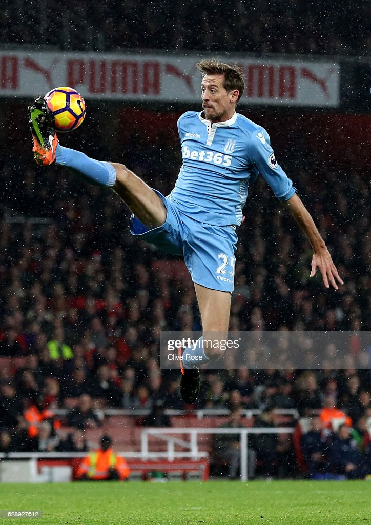 Peter Crouch of Stoke City controls the ball in mid air during the Premier League match between Arsenal and Stoke City at the Emirates Stadium on December 10, 2016 in London, England.