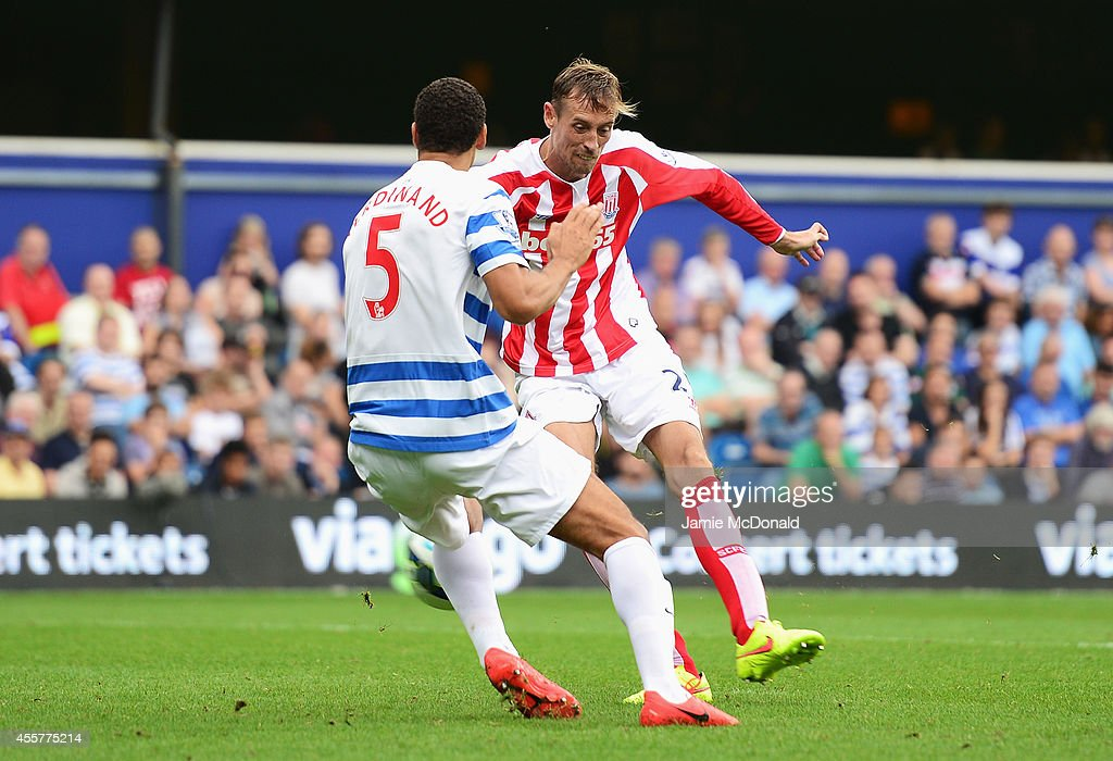 Peter Crouch of Stoke City scores his goal during the Barclays Premier League match between Queens Park Rangers and Stoke City at Loftus Road on September 20, 2014 in London, England.