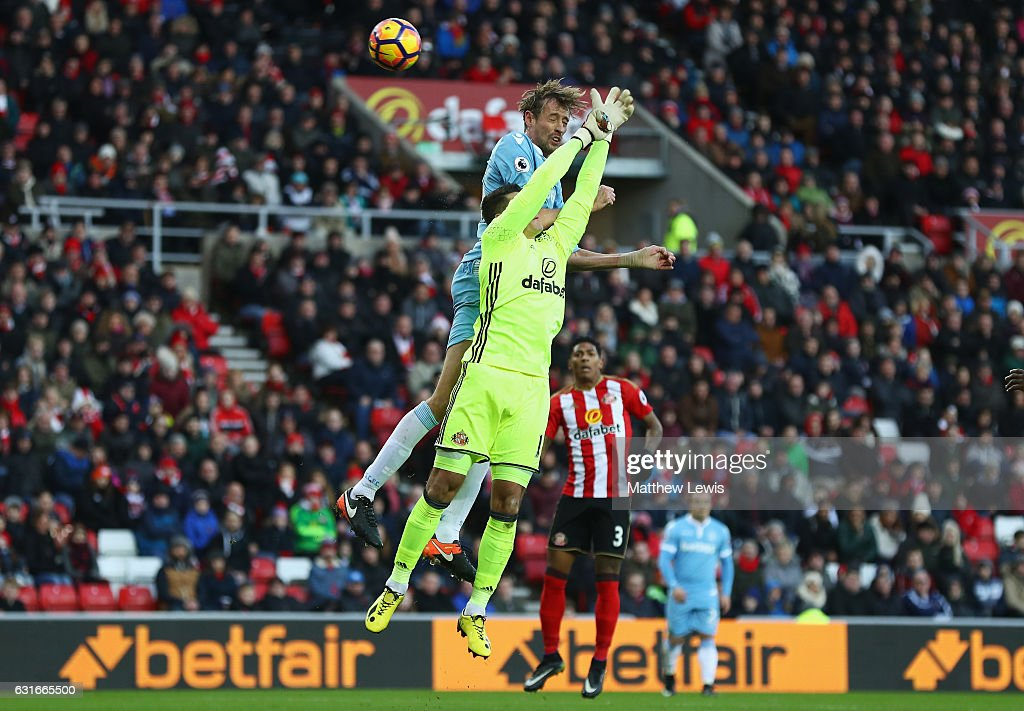 Peter Crouch of Stoke City scores his sides third goal during the Premier League match between Sunderland and Stoke City at Stadium of Light on January 14, 2017 in Sunderland, England.