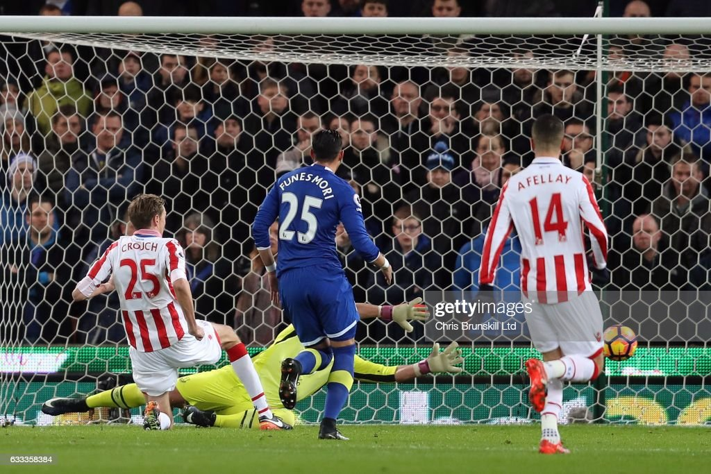 Peter Crouch of Stoke City scores the opening goal during the Premier League match between Stoke City and Everton at the Bet365 Stadium on February 1, 2017 in Stoke-on-Trent, England.
