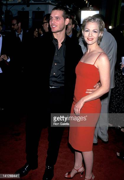 Peter Facinelli and Jennie Garth at the Premiere of 'Can't Hardly Wait', Mann's Chinese Theatre, Hollywood.