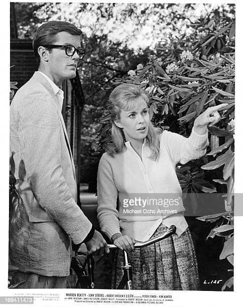 Peter Fonda looks in the direction that Jean Seberg is pointing in a scene from the film 'Lilith', 1964.