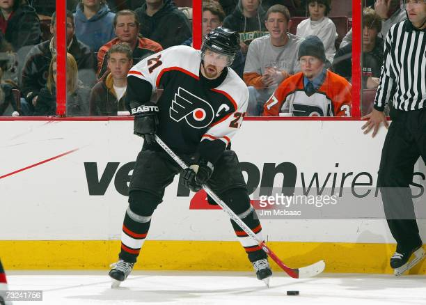 Peter Forsberg of the Philadelphia Flyers handles the puck against the New Jersey Devils on February 1 2007 at the Wachovia Center in Philadelphia...