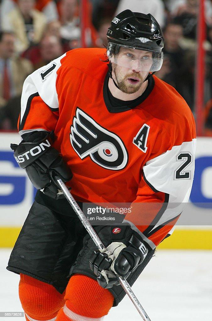Peter Forsberg of the Philadelphia Flyers skates against the Ottawa... News  Photo - Getty Images
