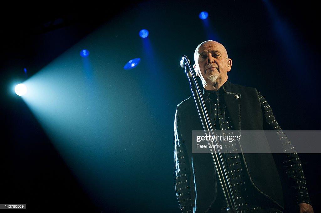 Peter Gabriel Performs At Koenig-Pilsener-Arena : Nachrichtenfoto