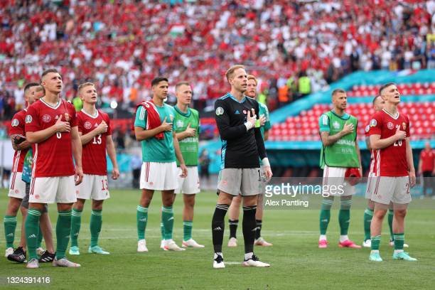 Peter Gulacsi of Hungary acknowledges the fans with team mates following the UEFA Euro 2020 Championship Group F match between Hungary and France at...