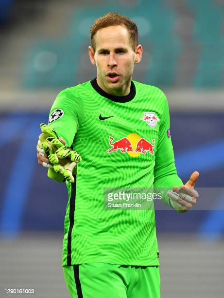 Peter Gulacsi of RB Leipzig celebrates victory following the UEFA Champions League Group H stage match between RB Leipzig and Manchester United at...