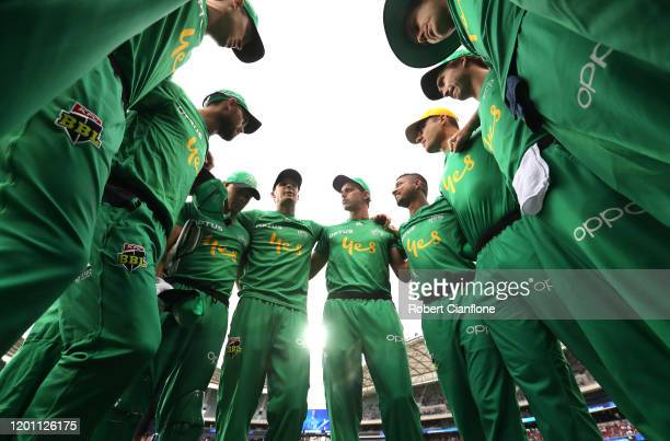 Peter Handscomb of the Stars speaks to the team during the Big Bash League match between the Adelaide Strikers and the Melbourne Stars at Adelaide...